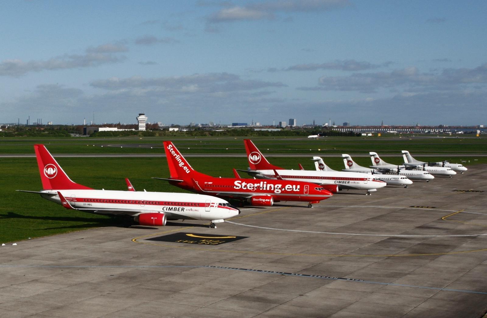 Cimber Sterling-fly parkeret i Københavns Lufthavn Syd efter konkursen (Foto: Arne V. Petersen)
