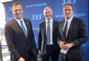 USA's ambassadør til Danmark, Rufus Gifford t.v.), Københavns Lufthavns direktør, Thomas Woldbye (midten) og Lars Sandahl Sørensen, koncerndriftsdirektør i SAS, ved indvielsen af Boston-ruten i marts sidste år. Foto: Ernst Tobisch.