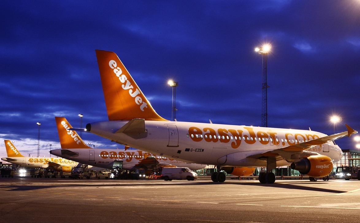 EasyJet-fly foran CPH GO-fingeren i Københavns Lufthavn. Foto: Arne V. Petersen / Københavns Lufthavn.