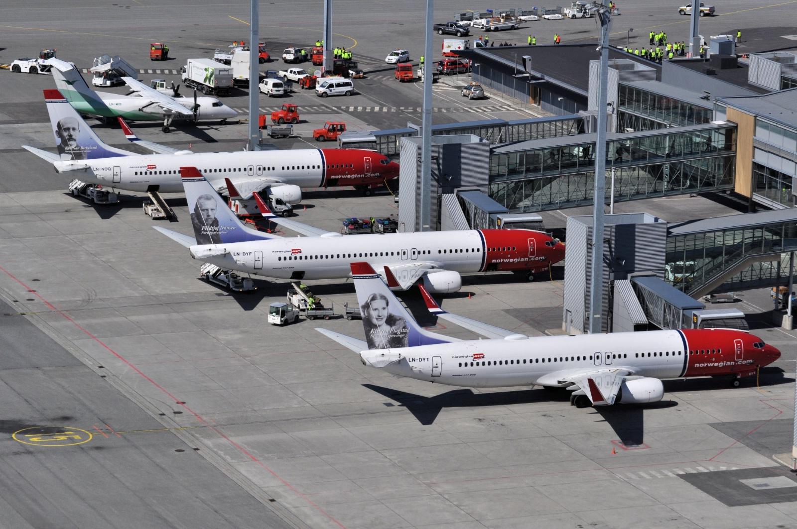 Norwegian-fly ved gate i Oslo Lufthavn. (Foto: Kristin S. Lillerud)