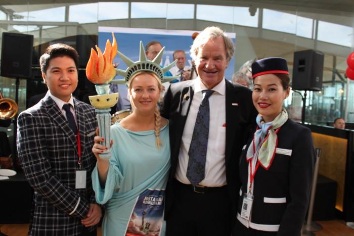 Koncernchef Bjørn Kjos var glad, da Norwegian i sin tid sendte første fly afsted mod New York. (Foto: Norwegian)