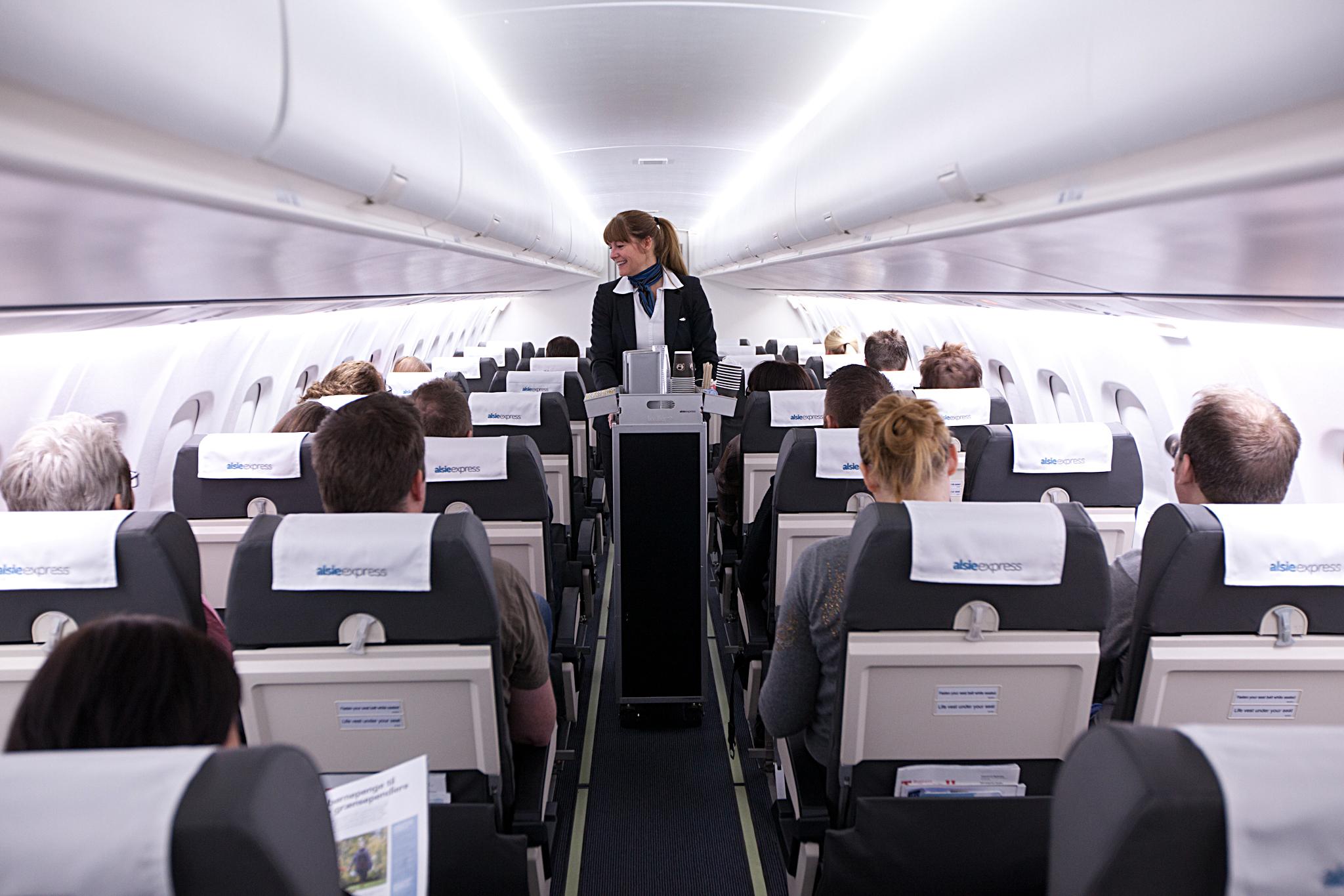 Den rummelige kabine i ATR72-flyene fra Alsie Express.