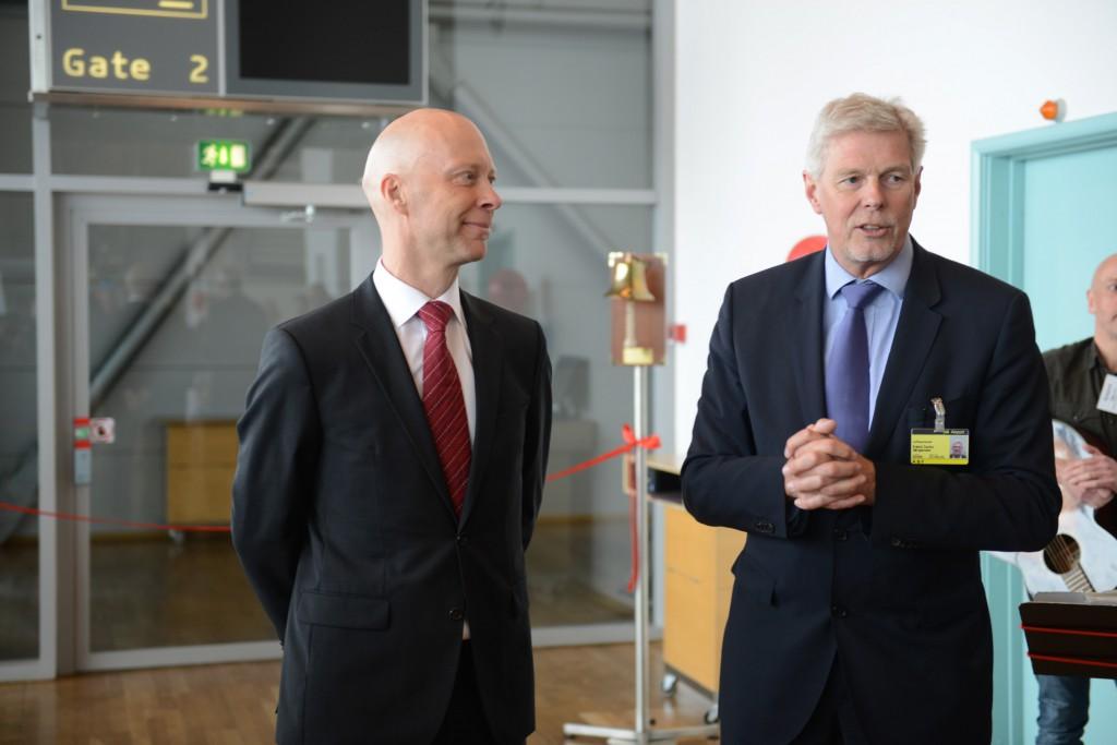Peter Rasmussen fra British Airways (t.v.) og Kjeld Zacho Jørgensen fra Billund Lufthavn under ruteindvidelsen . (Foto: Joakim J. Hvistendahl)