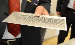 Prototype på en kommende vingedel baseret på struktur fra vandliljer. (Foto: Joakim J. Hvistendahl)