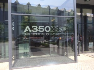 Indgangen til Customer Defenition Center på fabrikken i Hamborg. (Foto: Joakim J. Hvistendahl)
