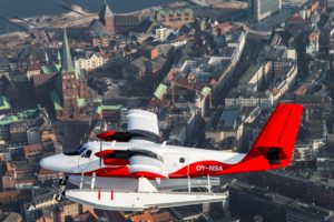 Nordic Seaplanes' Twin Otter-maskine over Aarhus by.