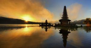 Bali - Pura Ulun Danu Bratan Water Temple (Foto: Singapore Airlines)