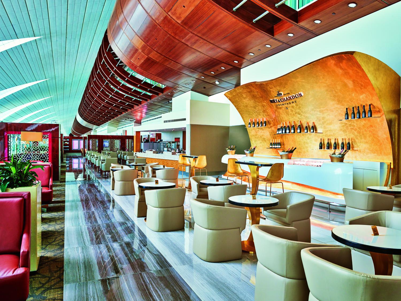 Den nyrenoverede Emirates-lounge har fået en særlig champagne-lounge. Foto: Emirates.