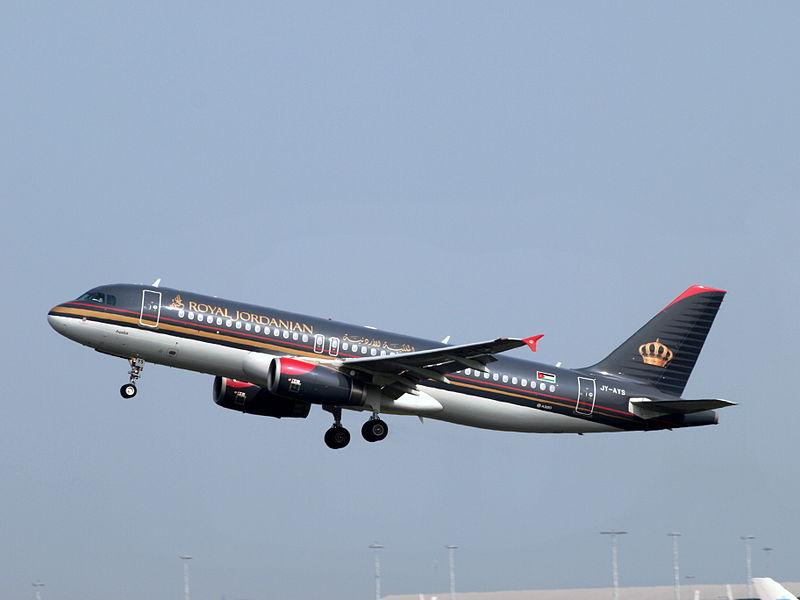 Et Airbus A320-fly fra Royal Jordanian under landing i Amsterdam. Foto: Alf van Beem / Wikimedia Commons.