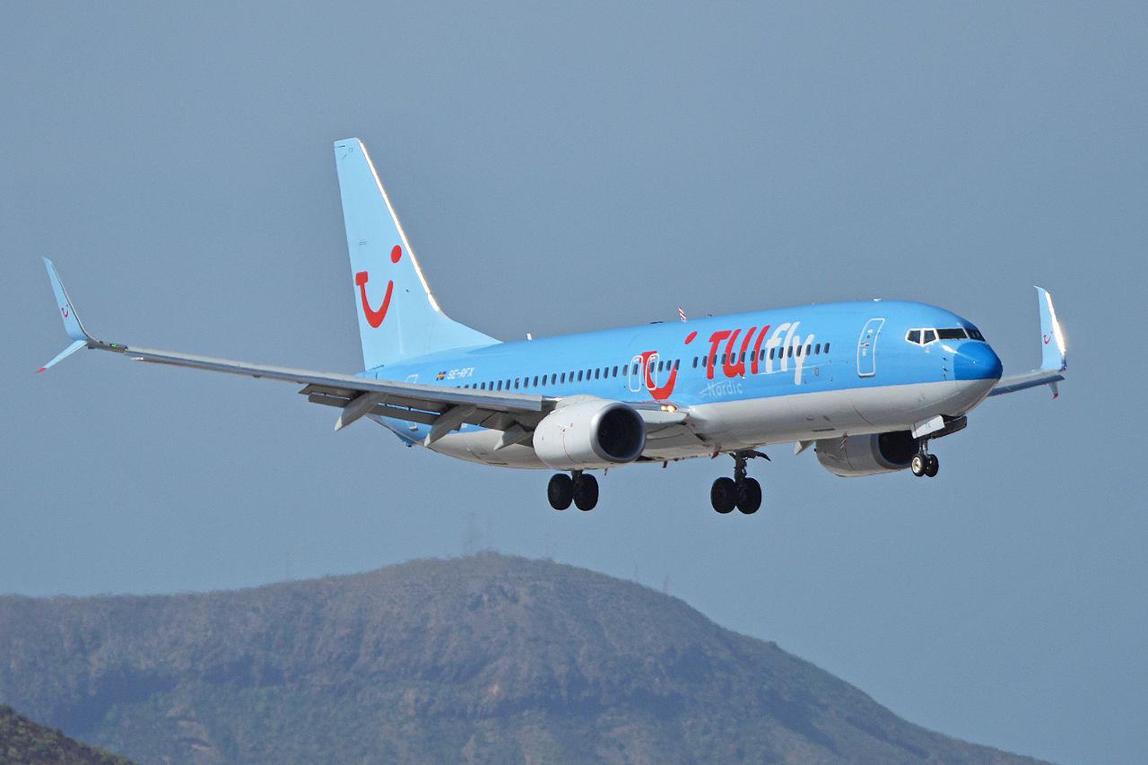 Boeing 737-800 fly fra TUIFly Nordic lander på Tenerife. (Foto: Alan Wilson / Wikimedia Commons)
