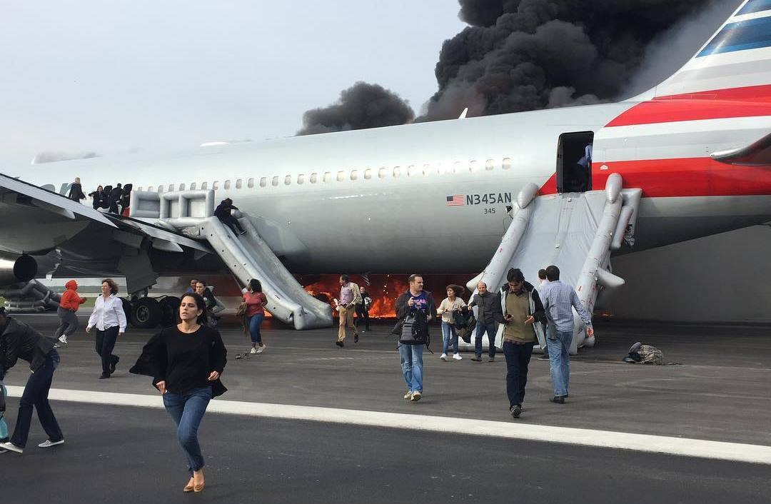 Boeing 767-fly fra American Airlines i brand i Chicago O´Hare lufthavnen. (Foto: My Names Ian / Instagram)