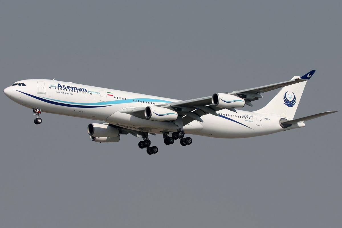 Airbus A340 fra Aseman Airlines, der er ny på EU's sorte liste. Foto: Shahram Sharifi / Wikimedia Commons.