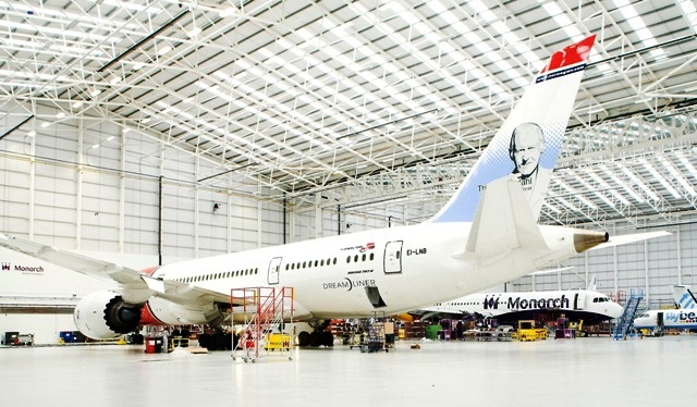 Norwegian Boeing 787 Dreamliner i hangaren hos Monarch Aircraft Engineering i Birmingham. (Foto: MAEL)