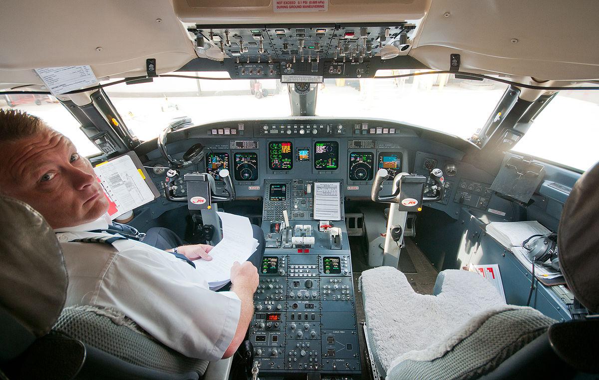 Pilot i Bombardier CRJ900-fly. (Arkivfoto: Ralf Roletschek)