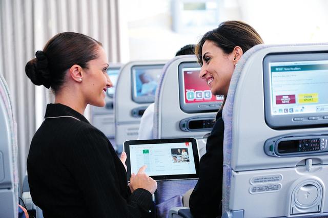 Tablet og andet større elektronisk udstyr er forbud på Emirates-flyvninger fra Dubai til USA. (Foto: Emirates)