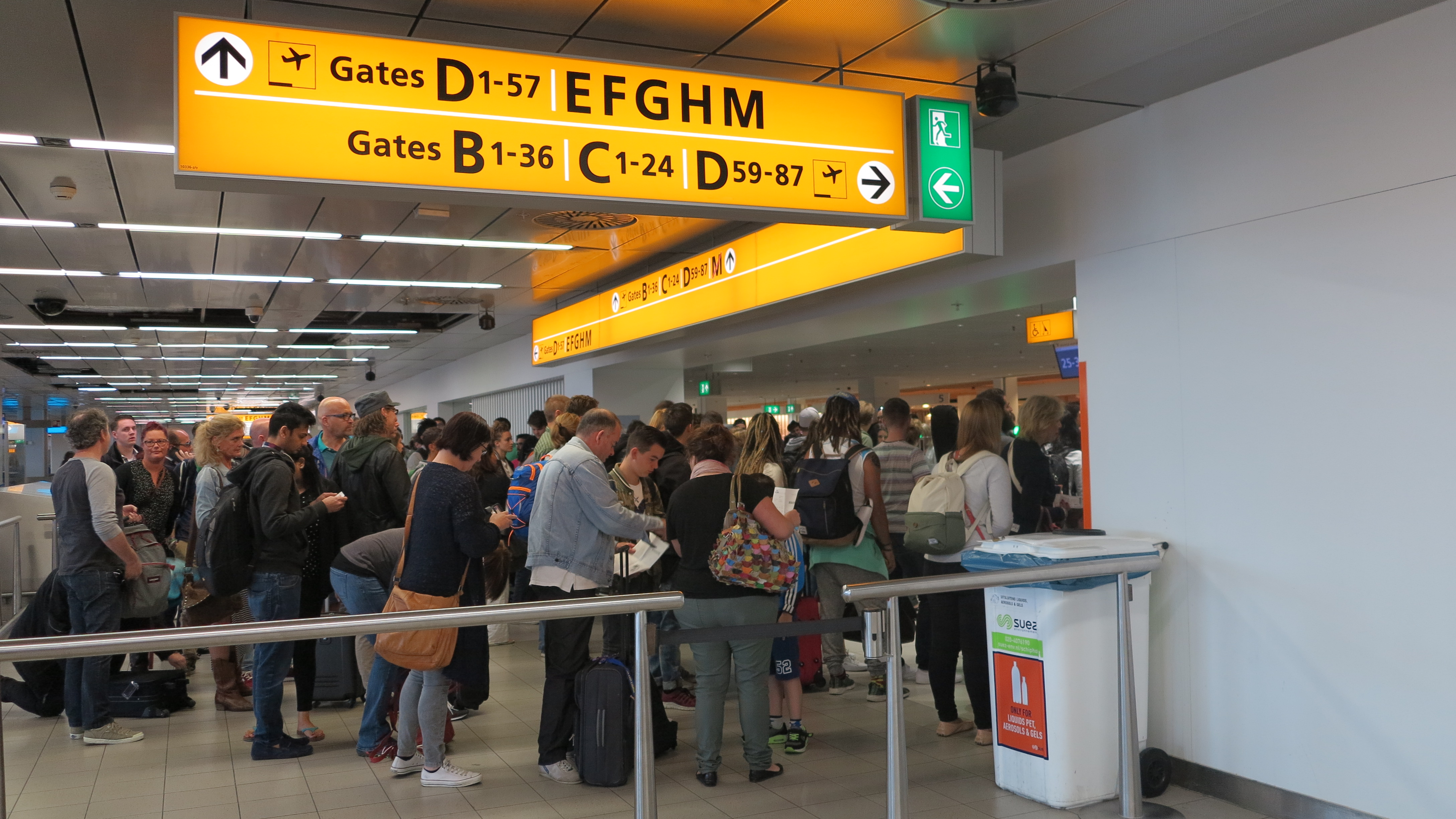 Kø til sikkerhedskontrollen i Amsterdam Schiphol Airport. (Foto: Schiphol Airport)