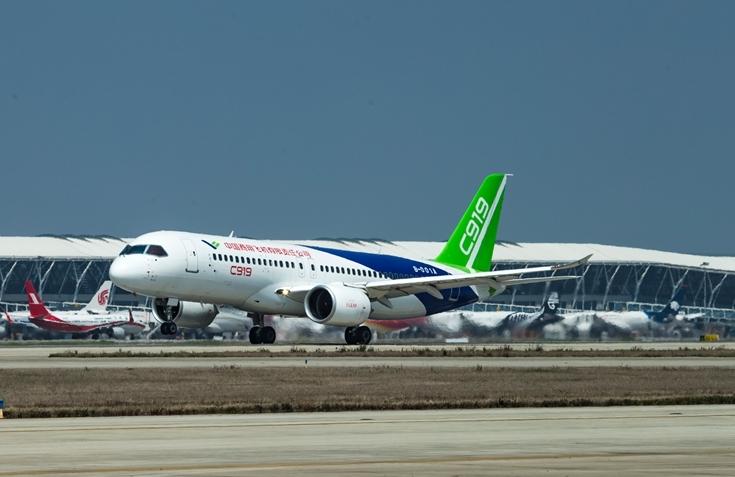 Comac C919 testes i Shanghai Pudong International Airport (Foto: Comac)