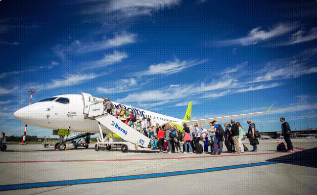 AirBaltic A220-300 i Riga Airport. (Foto: airBaltic)