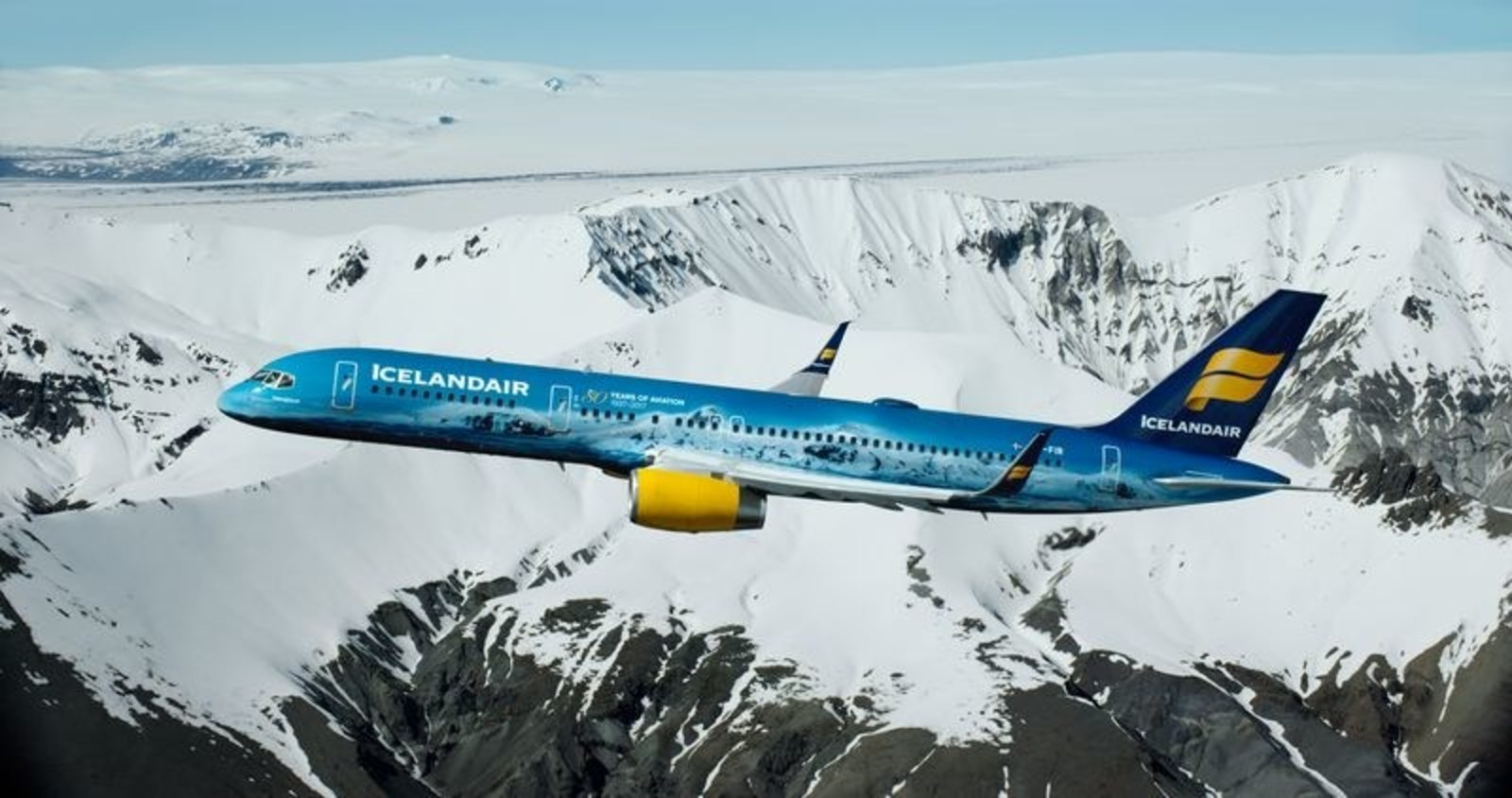 Icelandairs Boeing 757-200 Hekla Aurora i den særlige Northern Light-bemaling. (Foto: Icelandair/DFW International Airport)