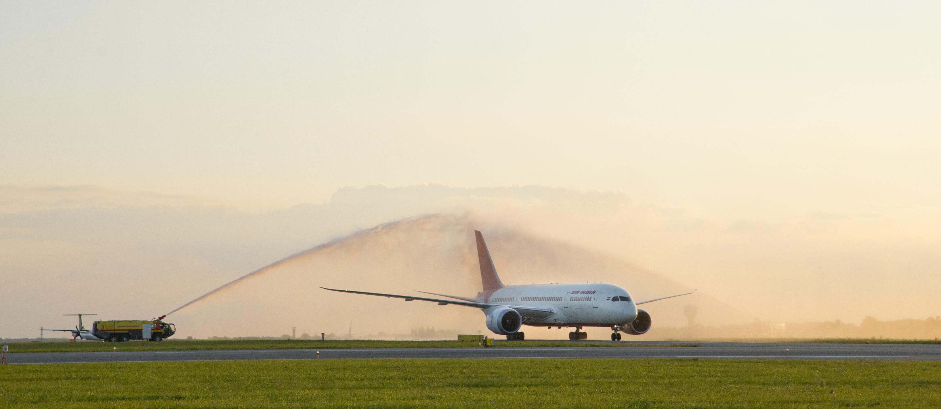 Air India Boeing 787-8 Dreamliner ved første ankomst i Københavns Luffthavn. (Foto: CPH)