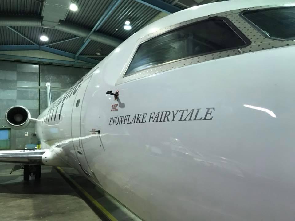 Snowflake Fairytale – et Bombardier CRJ200-fly fra BackBone Aviation. (Foto: BackBone Aviation)