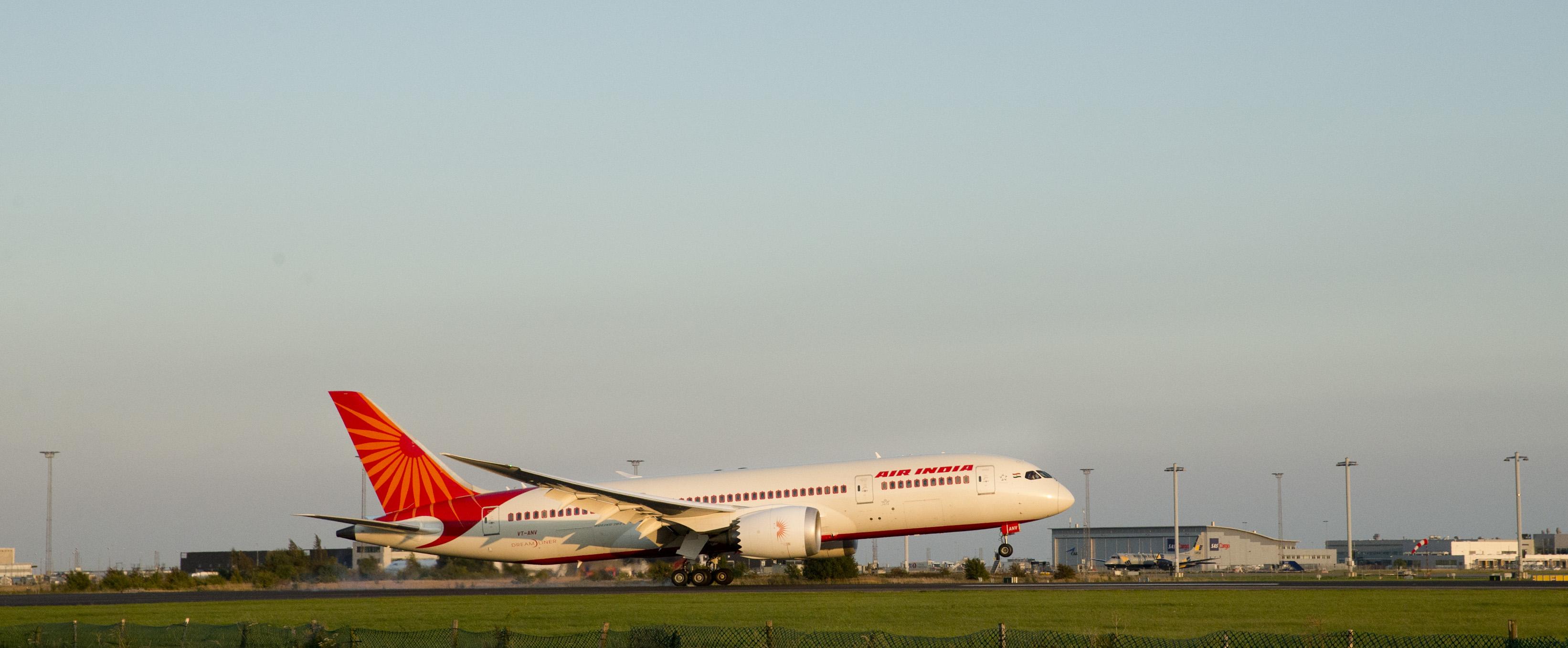 Air India lander i Københavns Lufthavn den 16. september 2017 (Foto: CPH)