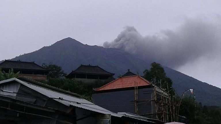 Mount Agung i udbrud (Foto:  Twitter / Channel News Asia)