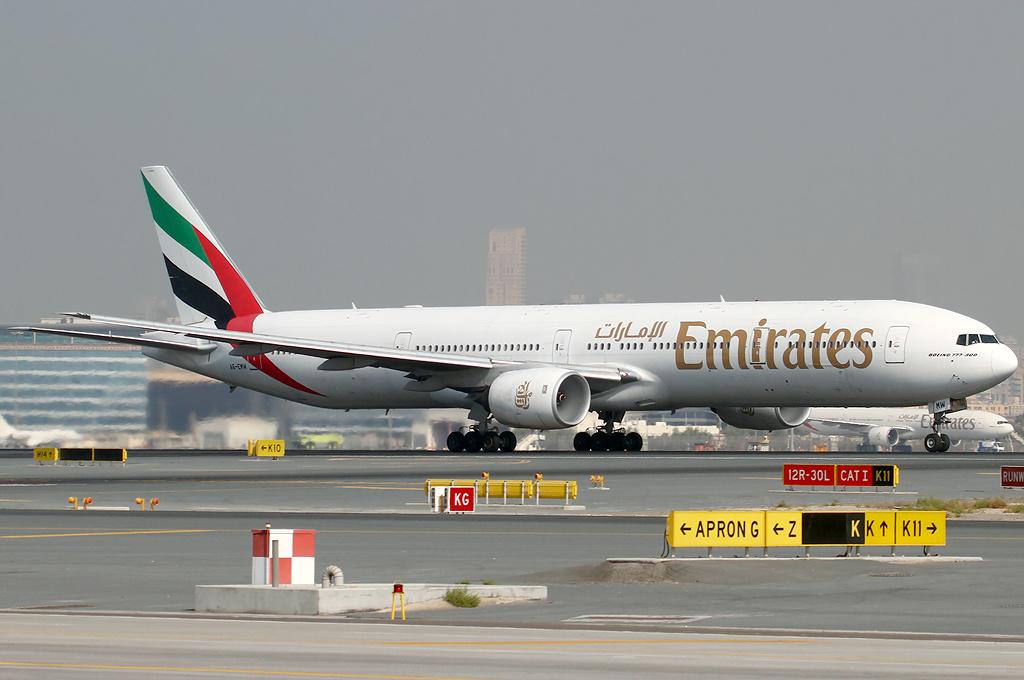 Boeing 777-300ER fra Emirates i Dubai International Airport. (Foto: Konstantin Von Wedelstaedt | GNU Free documentation licsense)