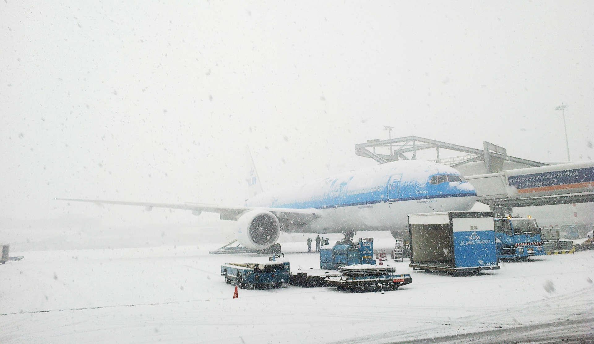 KLM-fly i snevejr i Amsterdam Schiphol Airport (Arkivfoto: KLM)