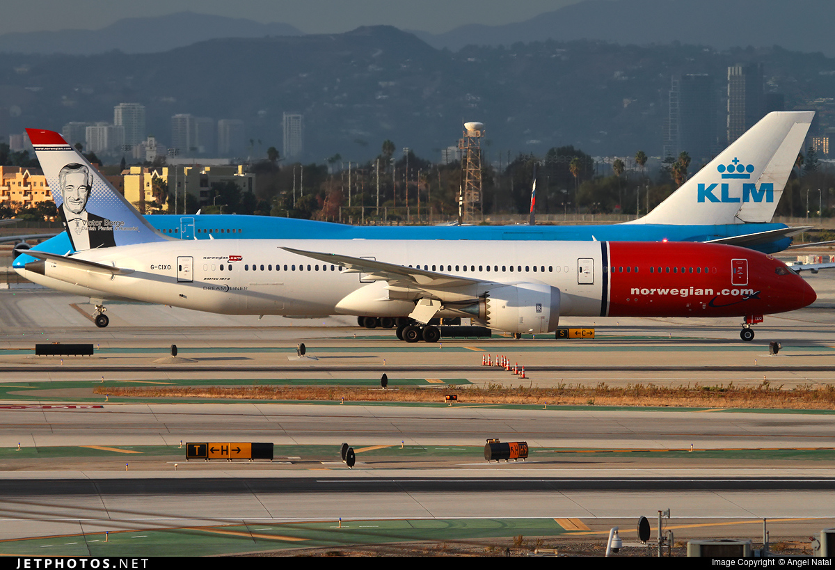 KLM Boeing 747 og Norweigan Boeing 787 Dreamliner i Los Angeles International Airport (Foto: Antal Natal)