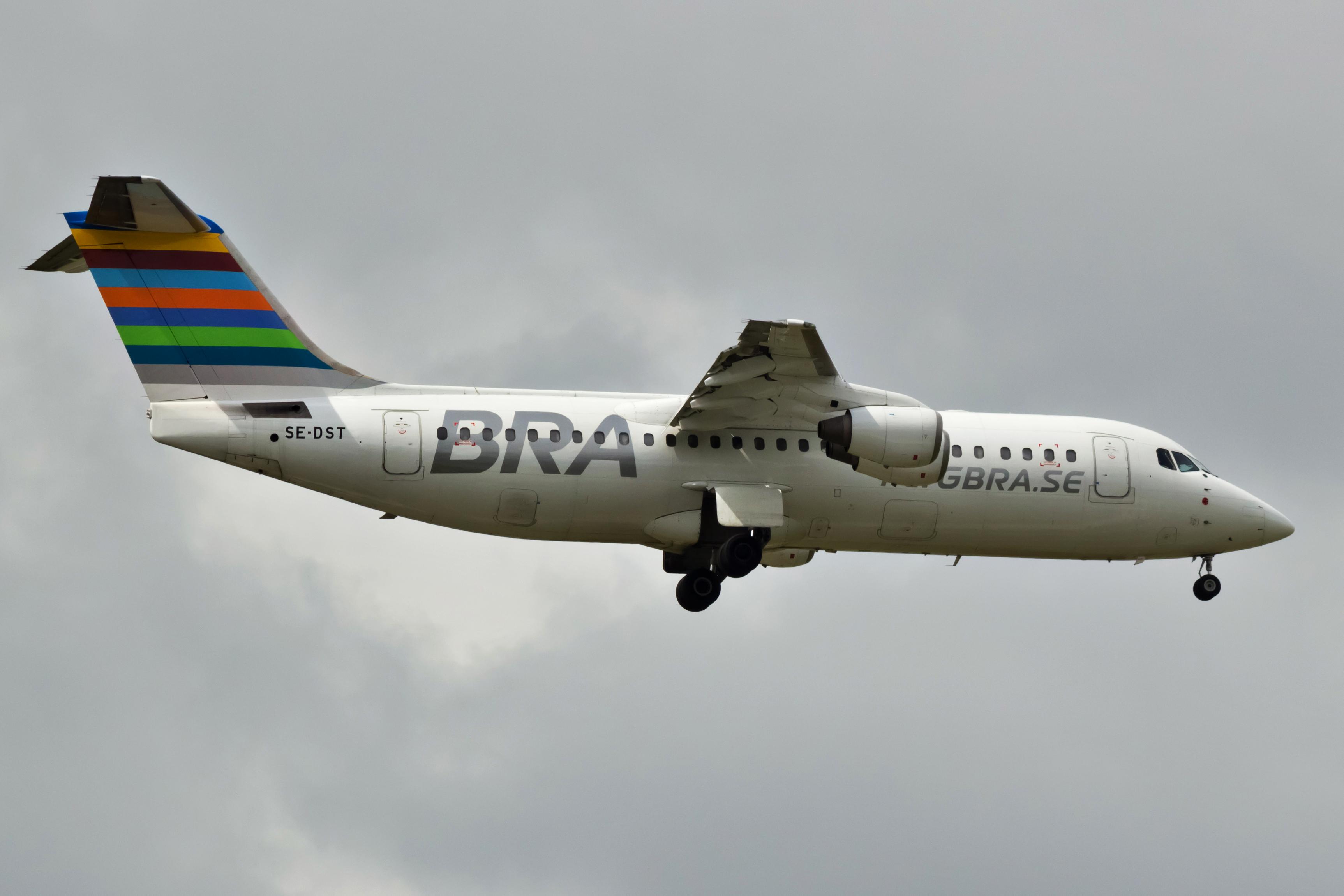 Et søsterfly til det Avro RJ-100 fly, som var involveret i hændelsen. Foto: Bene Riobó / Wikimedia Commons.
