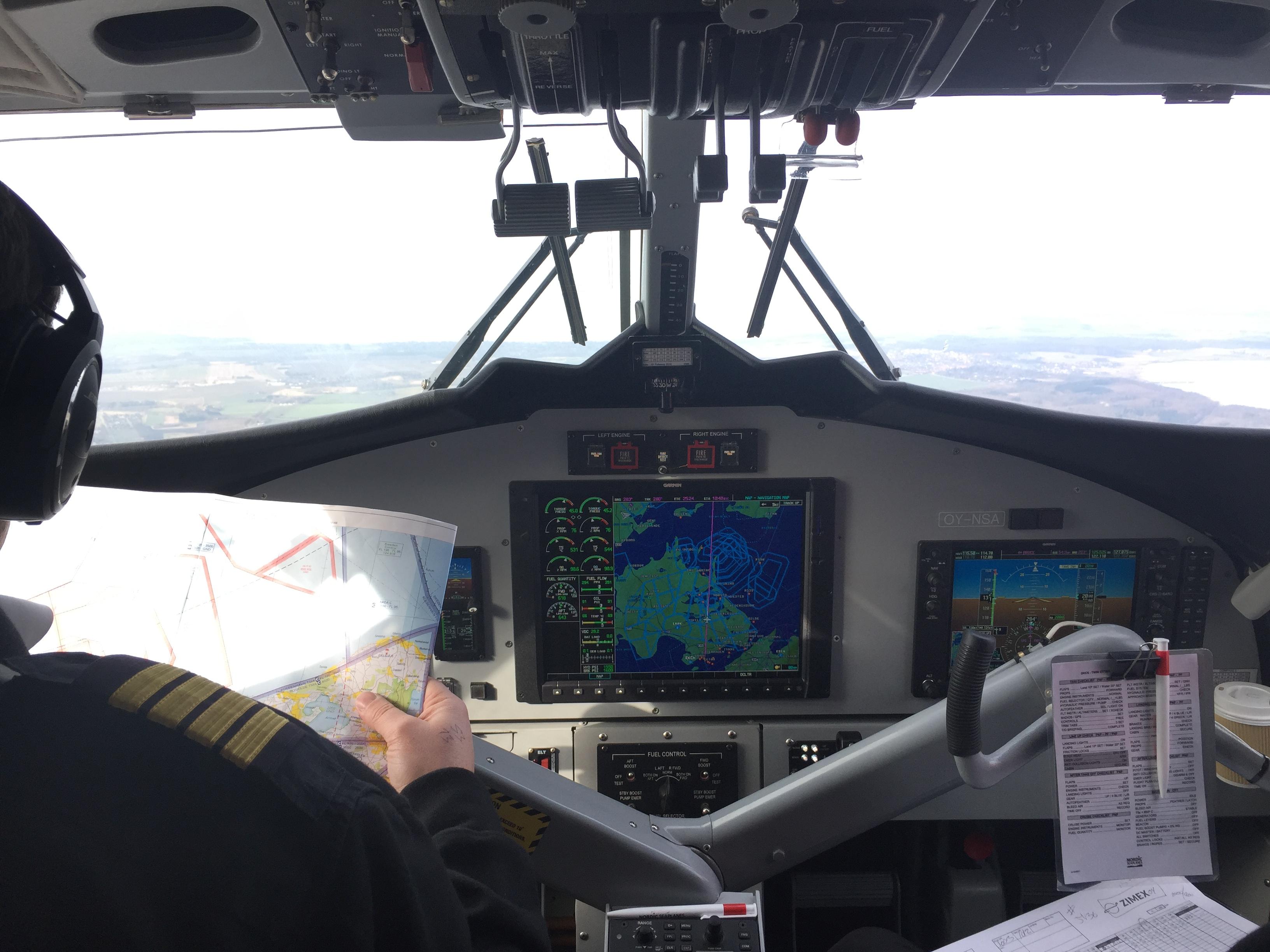 Cockpitudsigt på flyveturen fra København til Aarhus. Foto: Danny Longhi Andreasen