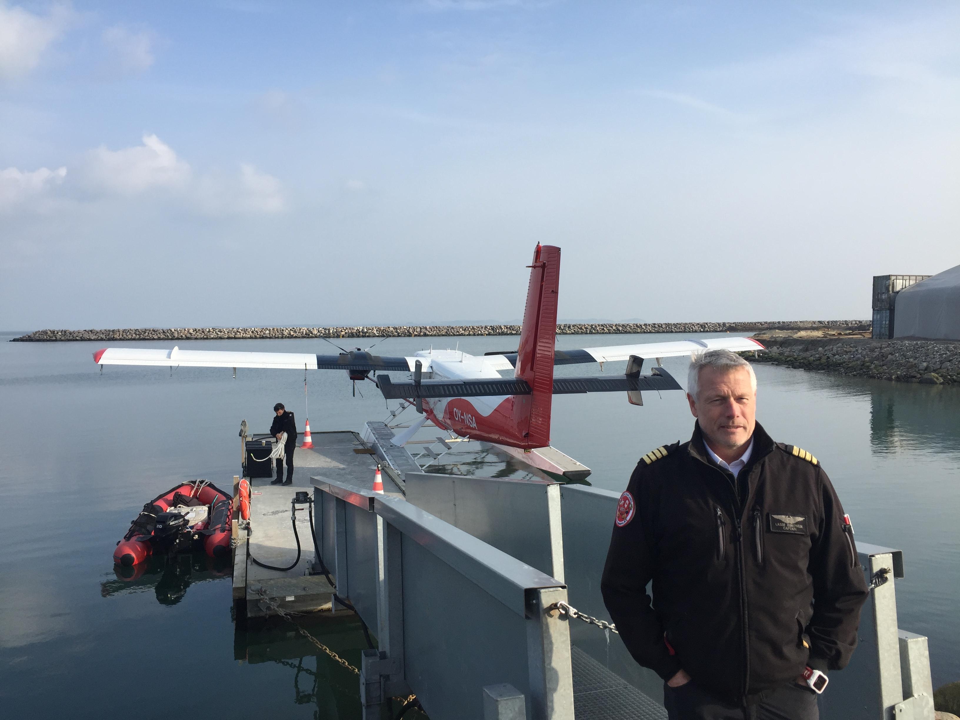 Direktør og medejer i Nordic Seaplanes, Lasse Rungholm, foran vandflyet i Aarhus Havn. Foto: Danny Longhi Andreasen