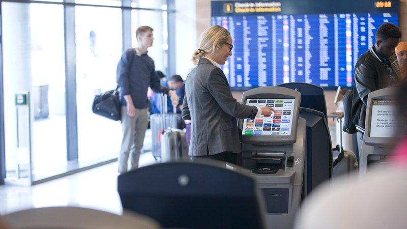 Check-in automater i Københavns Lufthavn. (Foto: Ernst Tobisch)