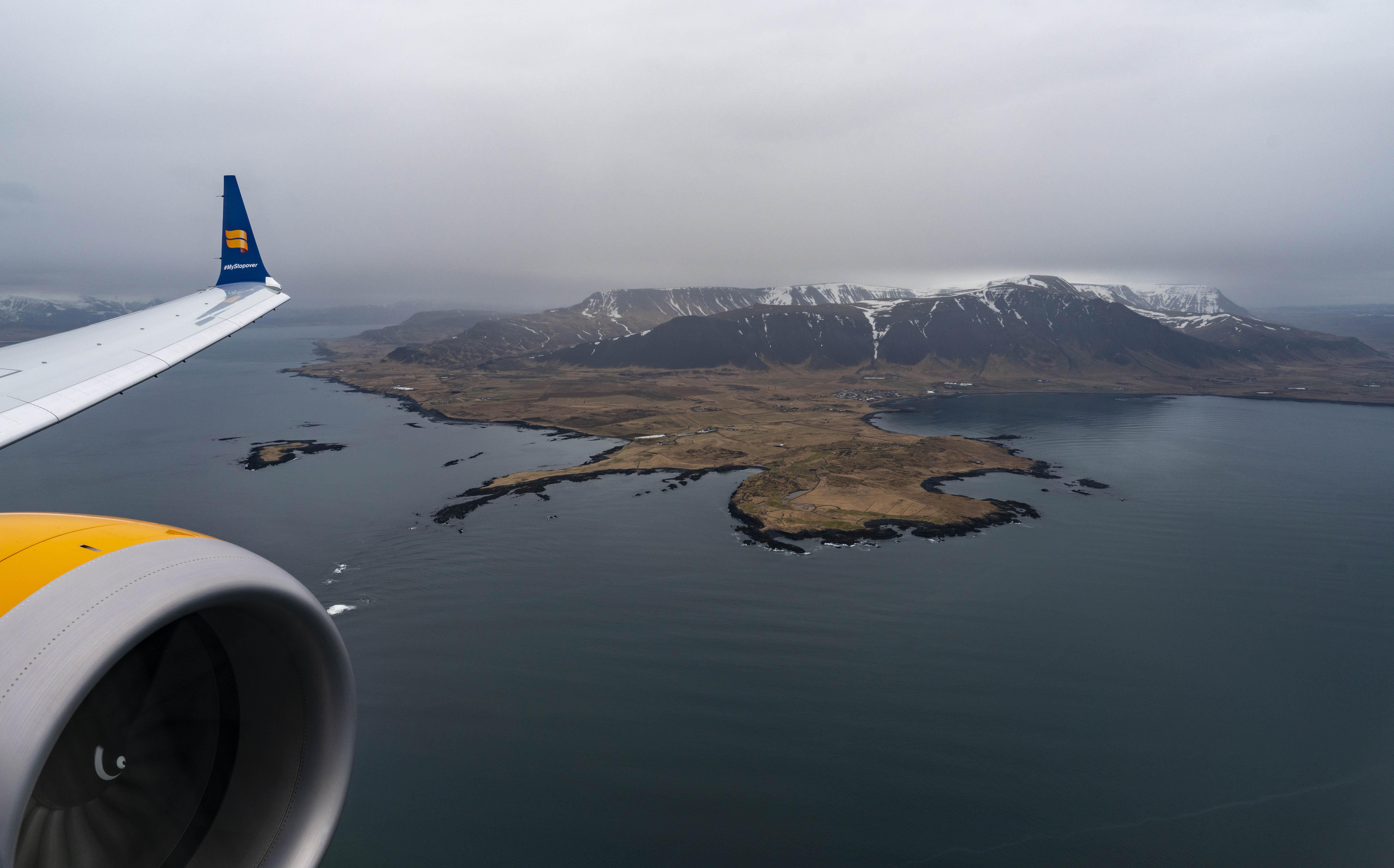 Nye LED-vinduer i Boeing 737 MAX-flyene hos Icelandair giver passagererne en bedre udsigt – blandt andet til denne islagune. Foto: Icelandair