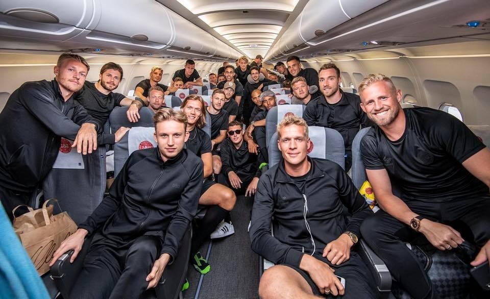 Det danske herrelandshold i fodbold klar til afgang mod Anapa i Rusland. (Foto: Per Kjærbye | Fodboldbilleder.dk)