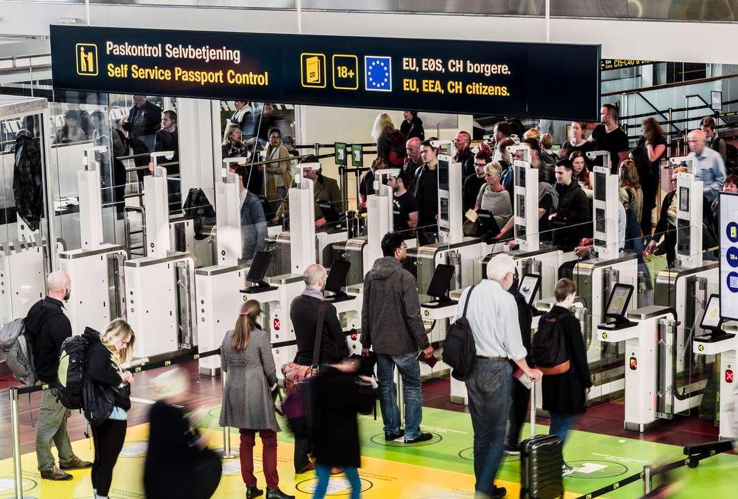 Elektronisk pas- og immigrationskontrol i Københavns Lufthavn. (Foto: Jasper Carlberg)