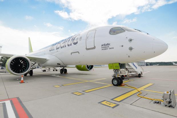 AirBaltics nyeste Airbus A220-300 med registreringen YL-CSJ.