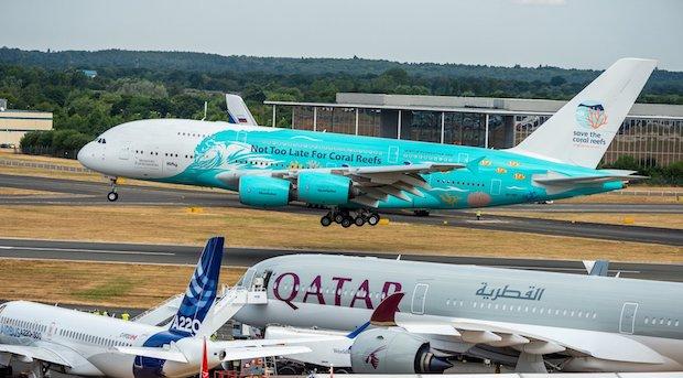 Portugisiske HiFlys nye A380er lander i Farnborough. (Foto: Airbus)
