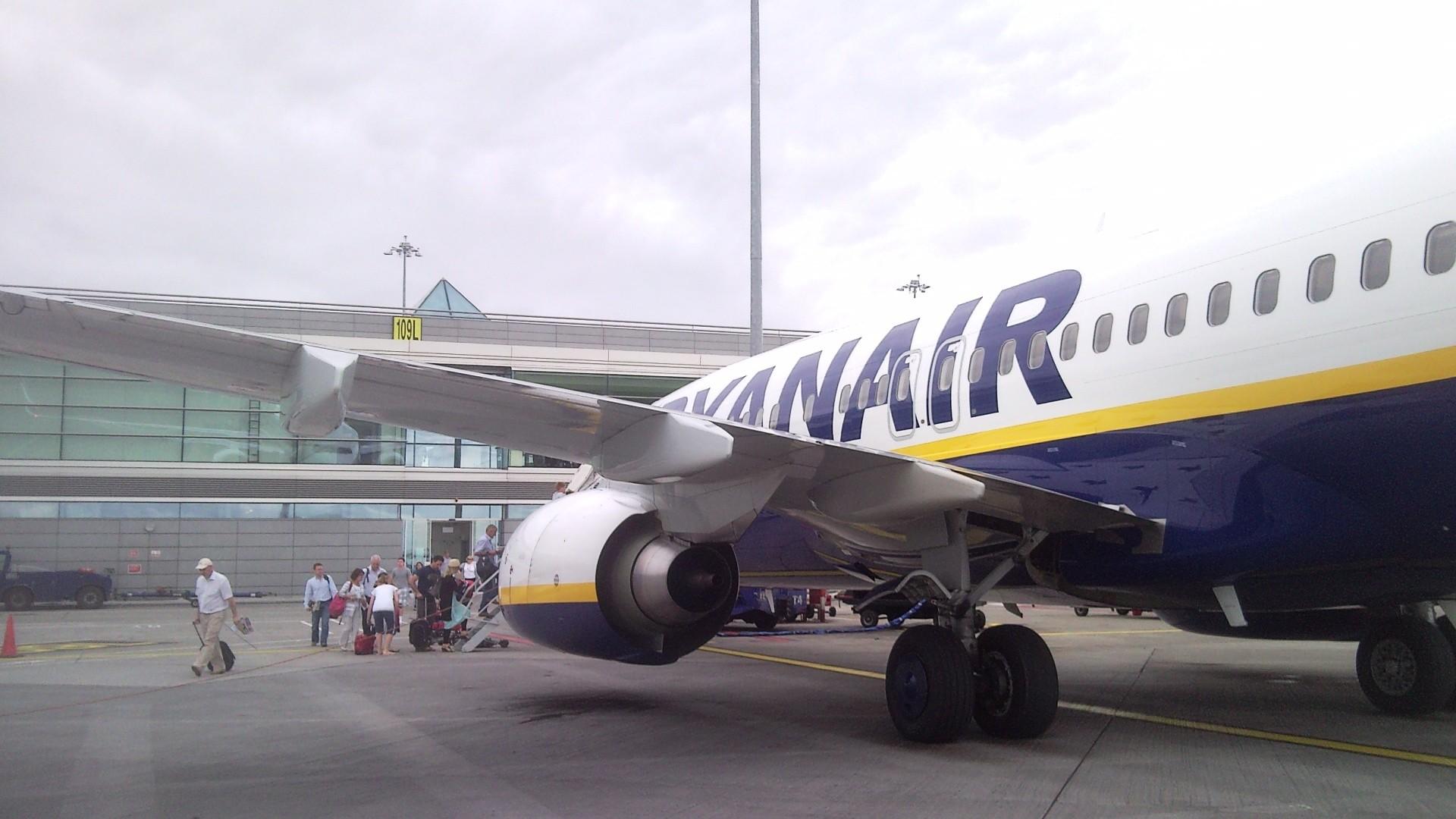 En Boeing 737 fra Ryanair ved terminalen i Dublin Airport. (Foto: Tonkie)