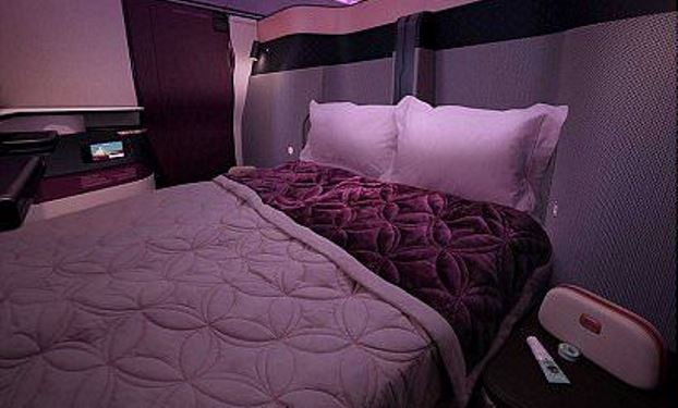 Dobbeltsenge i Qsuite hos Qatar Airways (Foto: Qatar Airways)