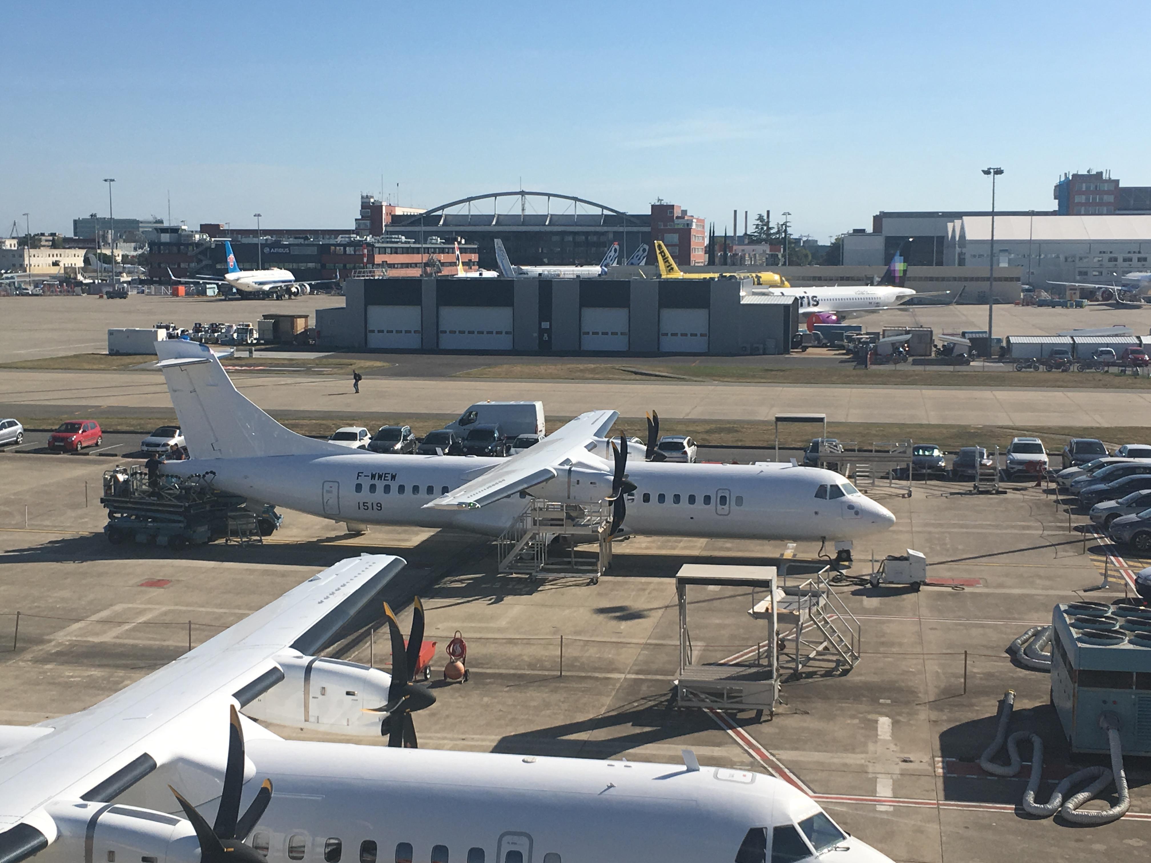 Her ses DAT's nye ATR72-600, hvor testregistreringen F-WWEW fremgår. Flyet vil blive færdigmalet inden længe. Foto: Kristian Anders Hvass//DAT
