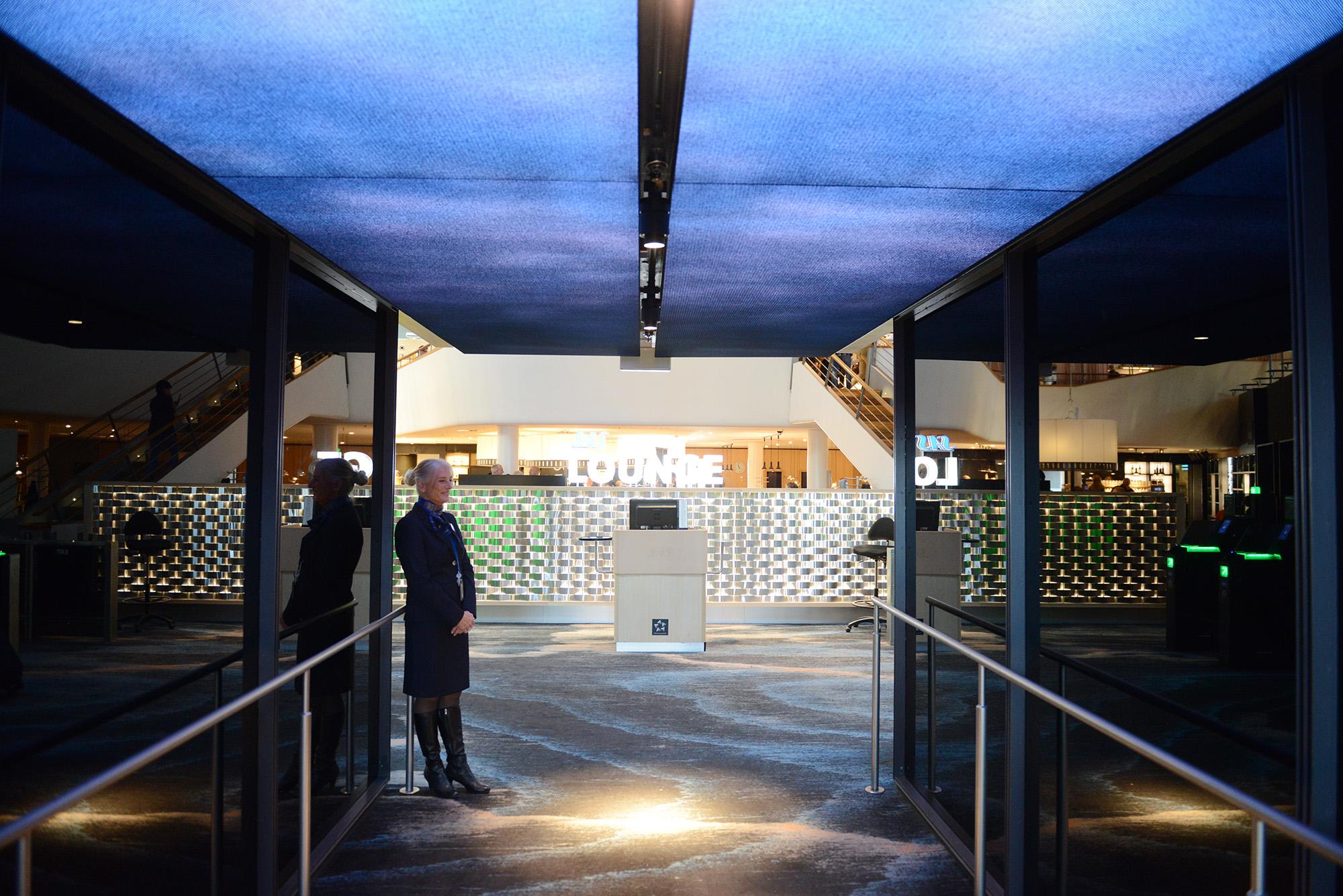 Indgangspartiet har fået nyt lys i loftet. (Foto: Joakim J. Hvistendahl)
