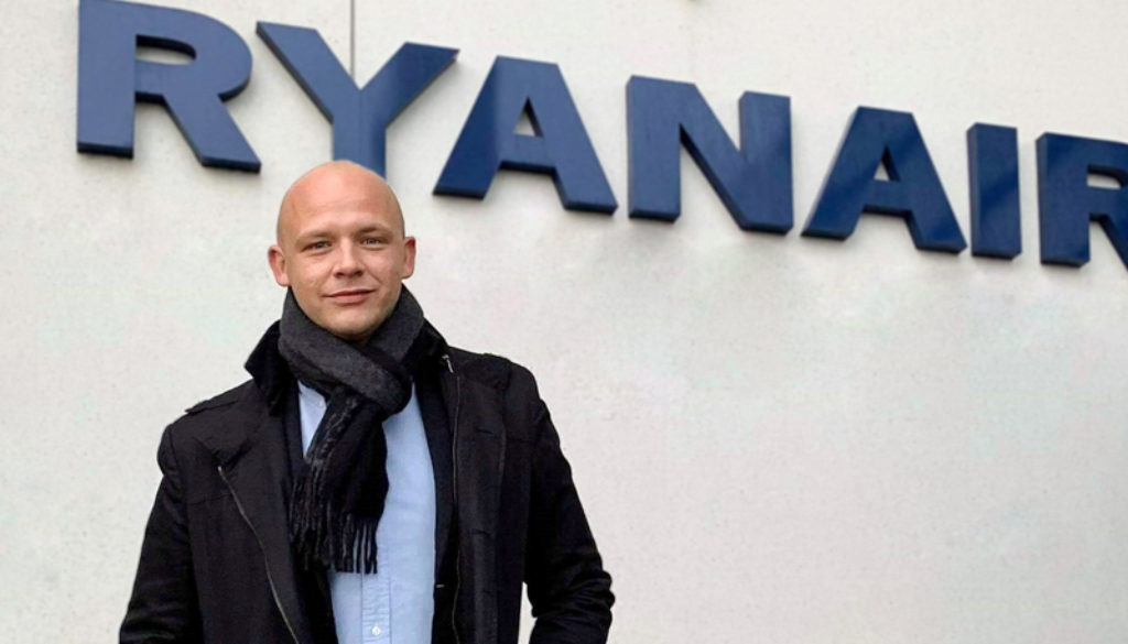 FPU´s næstformand Anders Mark Jensen foran Ryanairs hovedkontor i Dublin (Foto: FPU | Luftfart.nu)