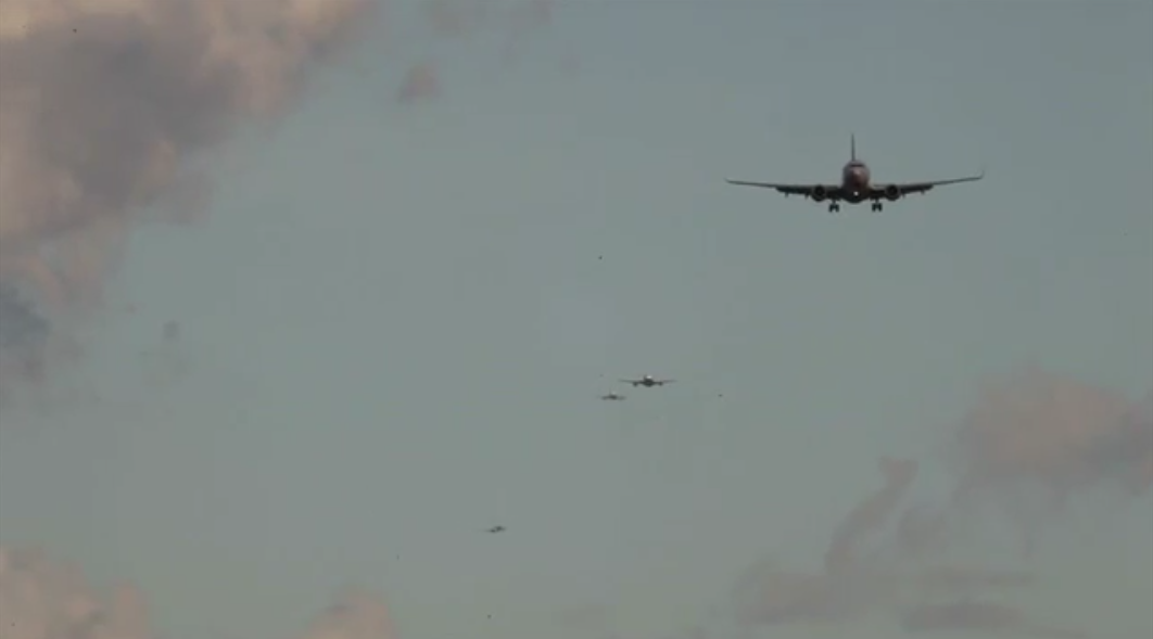 Ankommende fly i London Heathrow Airport. (Foto: Videoman.gr)