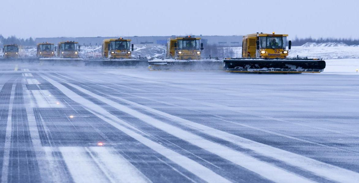 Snerydning i Helsinki Lufthavn (Foto: Finavia/PR)