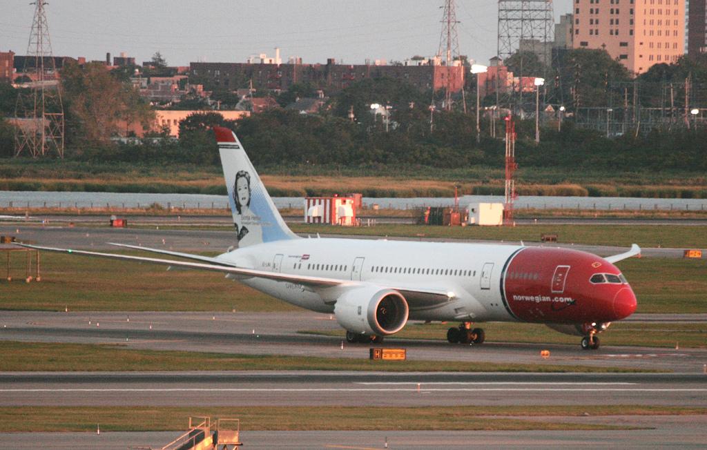 Boeing 787-8 Dreamliner fra Norwegian i New York-JFK. (Foto: Tom Turner)